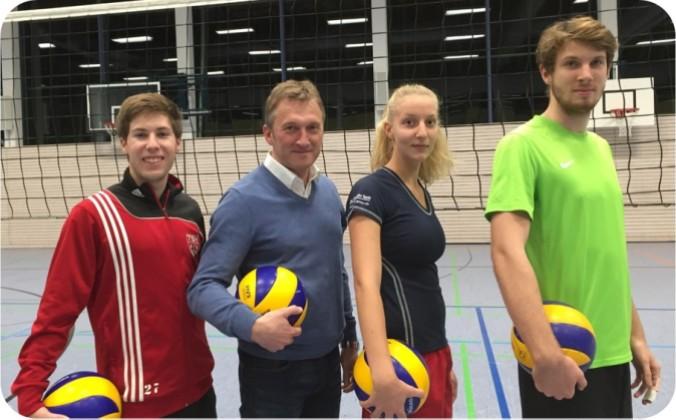 Das neue Vorstandsteam : Abteilungsleiterin Marie-Luise Forster, Stellvertreter Roman Schemmerer (links) und Jugendwart Max Sesselmann (rechts) zusammen mit TSV-Vorsitzendem Andreas Bratzdrum