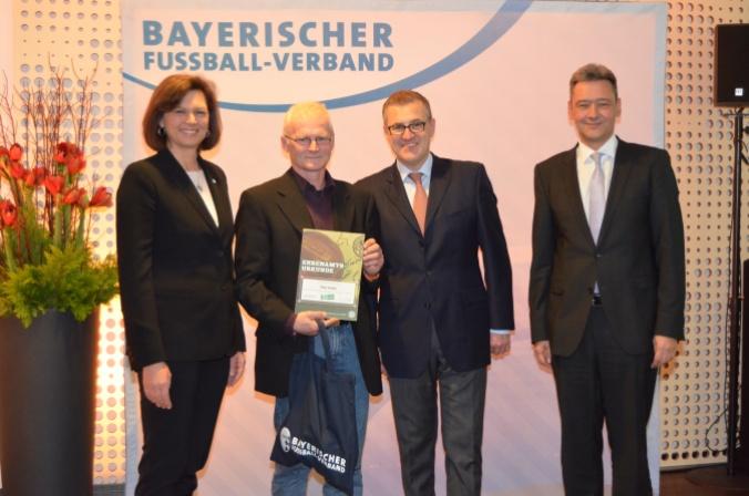 Unser Bild zeigt v. l. Staatsministerin Ilse Aigner, Peter Kraller, Jan-Christian Dreesen und Robert Schraudner