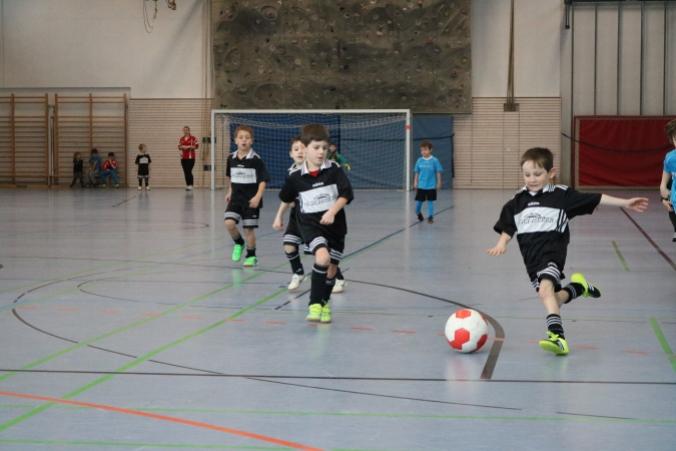 Felix Prifling von der G-Jugend des TSV Tittmoning zeigt wie alle Spieler im Turnier vollen Einsatz!